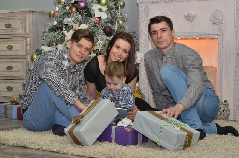 Семья и новогодние подарки